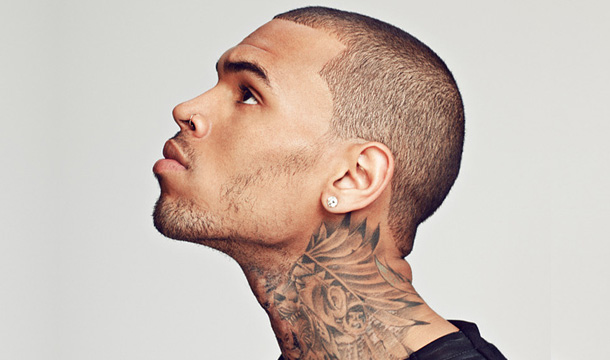 Chris Brown le mete un puñetazo a un fotógrafo