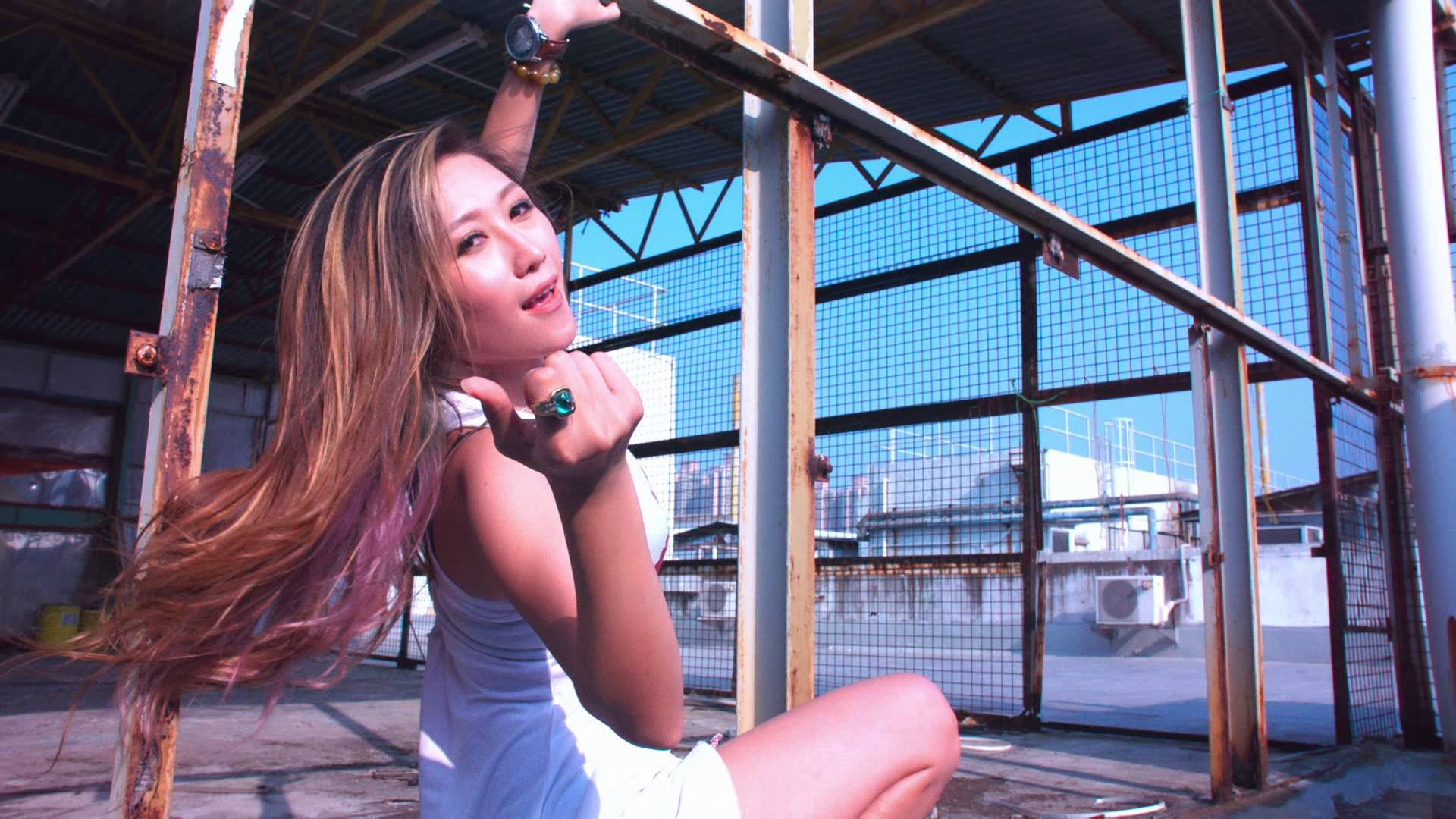 Neguz Ft J Bo & Somzie – Move Around