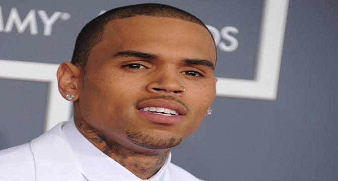 Chris Brown demandado por agredir a su manager