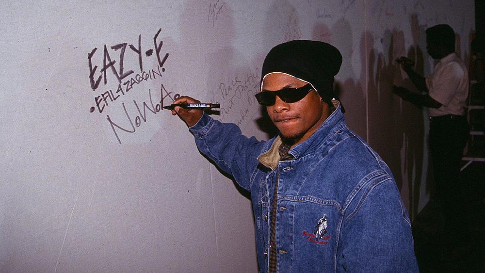 Se cumplen 23 años de la muerte de Eazy-E ¡Así fue su trayectoria!