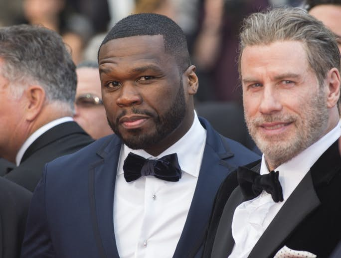 John Travolta se sube repentinamente a un escenario con 50 Cent
