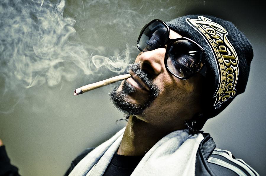 Snoop tiene un empleado para liar porros y cobra unos 40.000€ al año