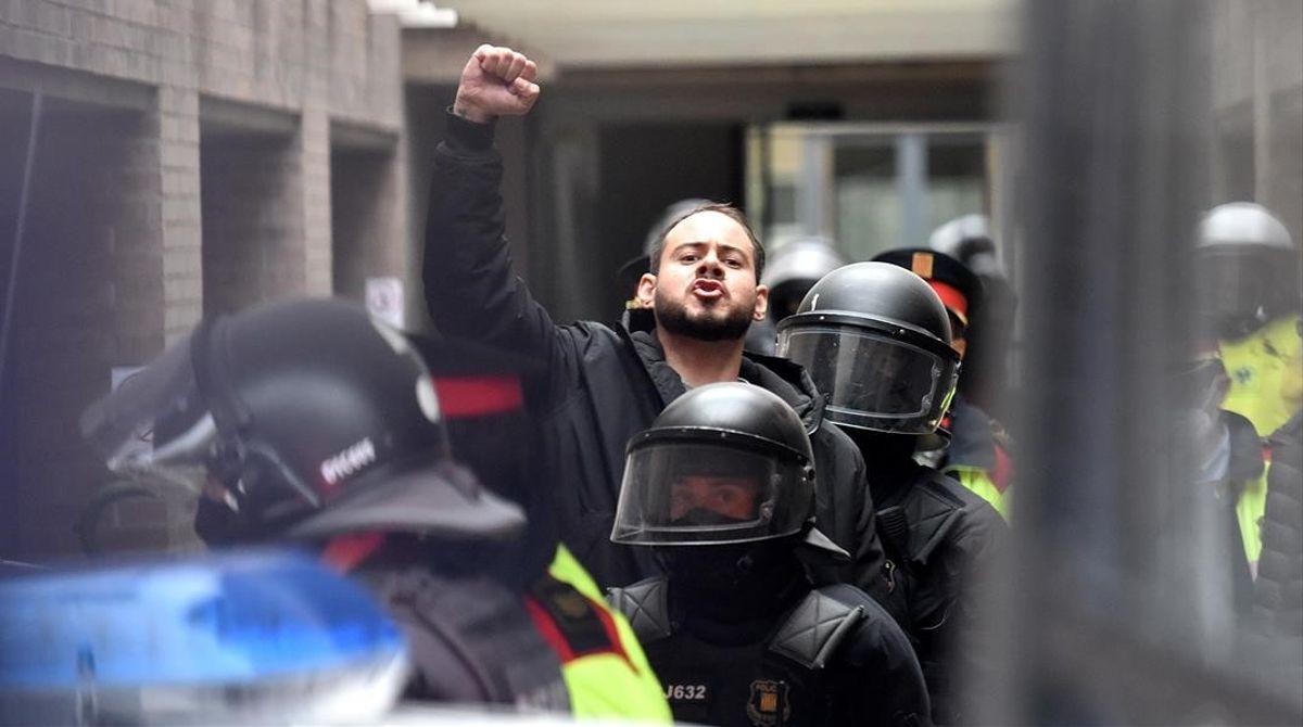 Pablo Hasel ha sido detenido por los Mossos d'Esquadra