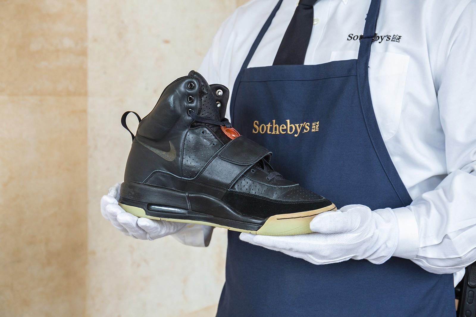 Así son las zapatillas de Kanye West que cuestan 1,8 millones de dólares